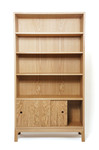 Bookcase in oak by Dovetailors